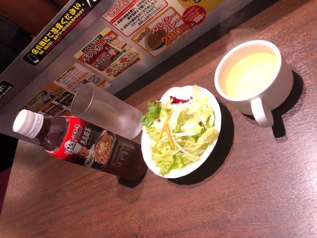 いきなりステーキ・ウーロン茶、スープ&サラダ