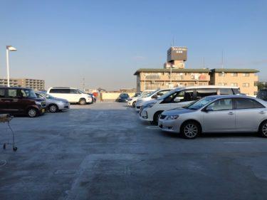 オーケーストアの駐車場