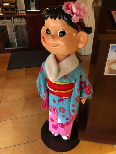 不二家レストラン・ペコちゃん人形