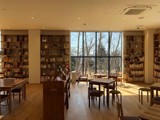 まちライブラリー・2階室内中央の風景