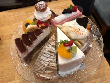 タクカフェ 種類豊富なケーキ