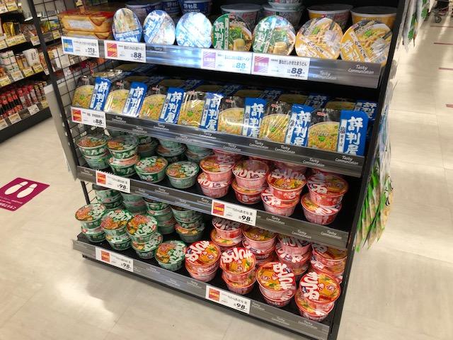 生鮮市場・カップ麺コーナー