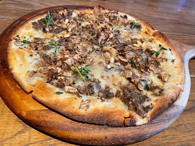 ラテグラフィック・マッシュルームピザ