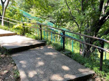 四季の森公園・階段とジャンボすべり台