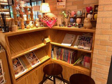 むさしの森珈琲・本棚