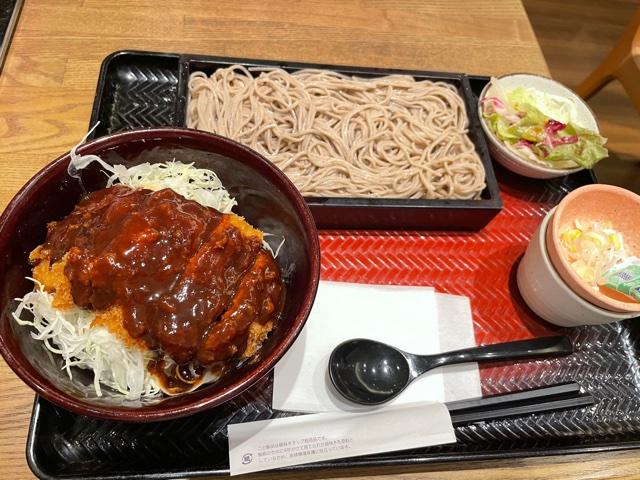 大戸屋・チキンかつ丼と蕎麦セット